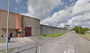 metz des surveillants de prison manifestent après une agression