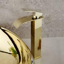 goldenes badezimmer bassin mischer behälter spüle kalter