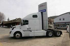 2015 Volvo VN670 Truck Overview - YouTube Volvo Trucks Usa Photos Car On Afineimagecom Beevan By North America Paul Daintree Usa Michelin Big In The Youtube Vnl 670 Eagle Skin Aradeth Mod Ats American Tir Transnews The Dramatic New Exterior Design Of Truck Model Long Sleeper Cab Tractor Baamerican Tractors 3 Truck Stock Images Alamy Lvo Dumptruck Pinterest And Dump Gabrielli Sales 10 Locations Greater New York Area Fe A Fxible Pformer Unveils Series Nextran