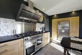 cuisiniste le havre réalisation d une cuisine sur mesure en bois massif proche le havre
