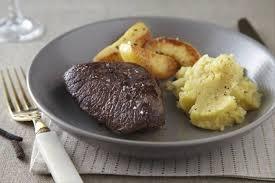 cuisiner le chevreuil facile recette de chevreuil aux coings caramélisés au poivre purée de
