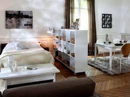 astuce pour separer une chambre en 2 séparer sans cloisonner 10 astuces pour créer des espaces 2 en 1