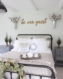 60 Comfortable Guest Bedroom Decor Ideas