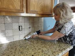 Polyblend Sanded Ceramic Tile Caulk Dry Time by Grouting A Backsplash To Countertop Joint With Latex Caulking