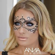 Halloween Half Mask Makeup by Best 25 Masquerade Mask Makeup Ideas On Pinterest Masquerade