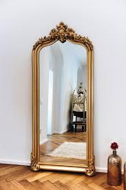 unsere essecke mit betontisch stuhlmix barock spiegel