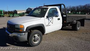 100 2004 Gmc Truck GMC Sierra 3500 Flatbed Pickup Truck Item DB0295 SO