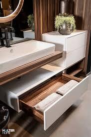 holz trifft auf weiß im badezimmer badezimmer