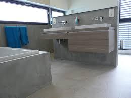 badezimmer spachtelbeton gespachteter beton dusche badewanne