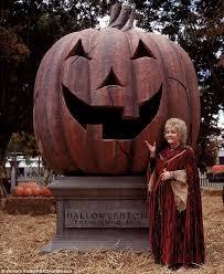 Halloweentown Series In Order halloweentown cast to honor debbie reynolds daily mail online
