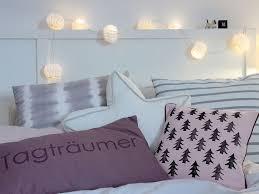 schlafzimmerdeko kissen mit diy tannenbaumprint schön