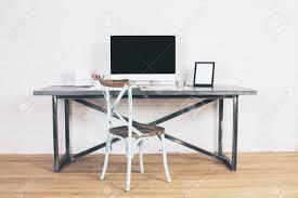 chaise de bureau antique chaise antique creative côté design bureau avec écran d ordinateur