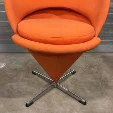 kegelförmiger stuhl in orange verner panton für rosenthal 1950er
