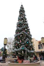 Plutos Christmas Tree Youtube by Frozen Fun And Holidays At The Disneyland Resort 2014 Theme
