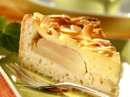 apple pudding cake with almonds
