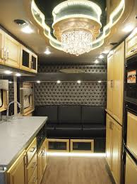 What Do Luxury Sleeper Cabs For Long-Haul Truck Drivers Look Like ...
