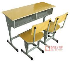bureau d ecolier bureau d écolier avec des chaises en bois table d étude des