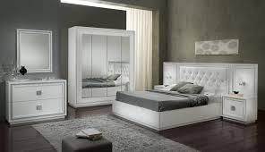 chambre a coucher blanc laqué armoire design 4 portes avec miroir laquée blanche cristalline