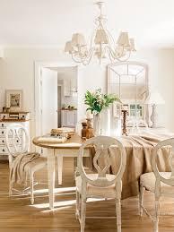 El edor La mesa y las sillas a juego proceden de su anterior