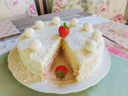 raffaelo torte mit erdbeeren und weißer schokolade kokos