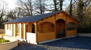 chalet en kit habitable prix chalet habitable de 67 m une terrasse couverte d en bois en kit
