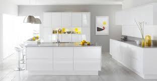 cuisine jaune et blanche deco cuisine moderne jaune blanc ideeco