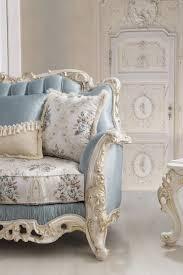 casa padrino luxus barock wohnzimmer sofa mit dekorativen kissen hellblau creme weiß gold 240 x 90 x h 120 cm edle barock wohnzimmer möbel