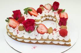 herztorte mit sahnecreme torte zum muttertag valentinstag oder geburtstag