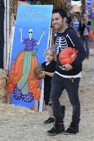 Skinny Bones Pumpkin Patch Food by Celebrity Parents And Kids Flock To Mr Bones Pumpkin Patch
