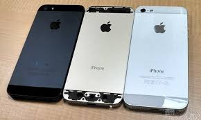 s claim to show purported gold iPhone 5S next to iPhone 5