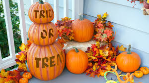 Outdoor Halloween Decorations Canada by 15 Halloween Porch Decorating Ideas That Are Spooky U0026 Cute U2014 But