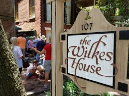 Mrs Wilkes Dining Room Savannah Ga by 11 Famous Restaurants In Georgia That Are So Worth Waiting In Line For