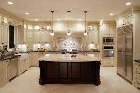 U Shaped Kitchen Designs Vintage Pendant Lamp Refrigerator White Lacquered Cabinet Dining Chair Galley Dimensions