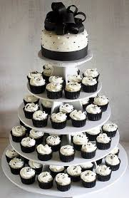 Black and White Cupcake of Inexpensive Wedding