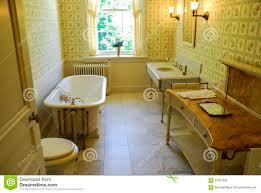 altmodisches badezimmer redaktionelles stockfotografie bild