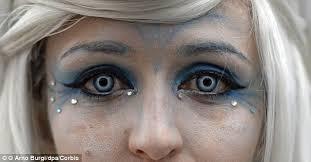 Prescription Contact Lenses Halloween Uk by Halloween Reveller Rips Off Her Cornea When Contact Lenses Became