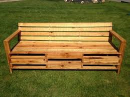 10 Pallet Bench for Your Backyard