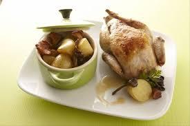 cuisiner des cailles en cocotte recette de caille farcie au foie gras fricassée de chignons et