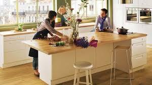 plan central cuisine îlot central grand plan de travail cuisine bois blanc