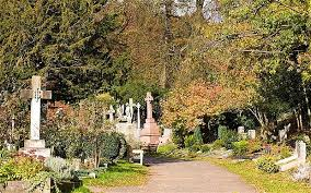 Highgate Cemetery Photo ALAMY