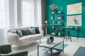 gold und grüne wohnzimmer stockfoto und mehr bilder behaglich