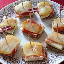 recette canape canapés au fromage de brebis poire et charcuterie recette au