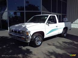 100 1995 Nissan Truck Cloud White Hardbody XE Regular Cab 21385379