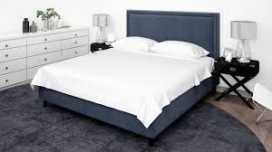 elegantes schlafzimmer oder hotelzimmer mit klassischen