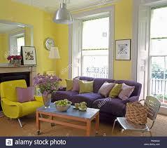 lila sofa und moderne gelb sessel inl gelb stadthaus