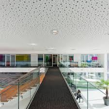 faux plafond bureau faux plafond en plâtre en dalles acoustique perforé spacing