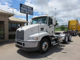 2011 Mack Pinnacle CXU613 Day Cab - Freeway Truck Sales