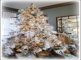Snow Flocking For Christmas Trees by White Christmas Ideas For Decorating Snow Flocked Artificial