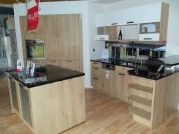 einbauküche mit kochinsel und tresen
