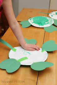 Simple St Patricks Day Craft Paper Plate 4 Leaf Clover